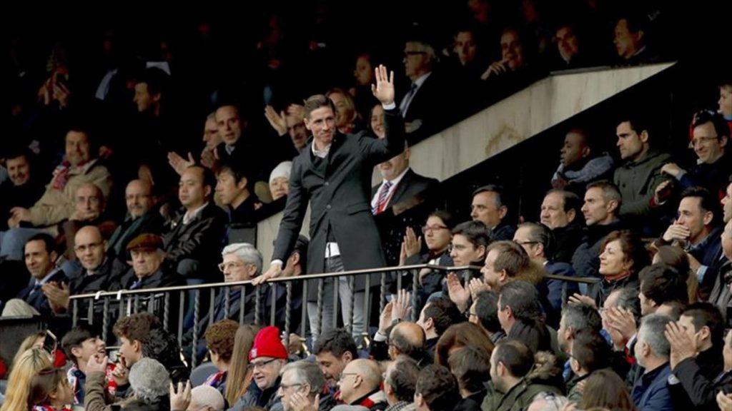 Fernando Torres asiste desde el palco al partido