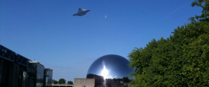 Cámara capta una nave extraterrestre cerca de la estación espacial internacional