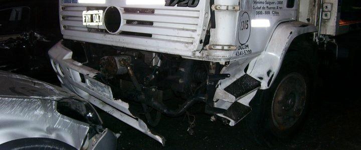 Este conductor se quedó dormido mientras manejaba una flota y causo grave accidente