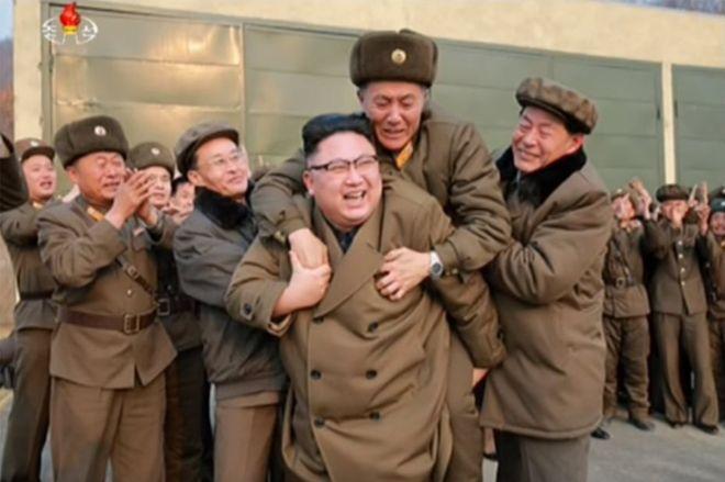 Se le suben a caballito al líder norcoreano