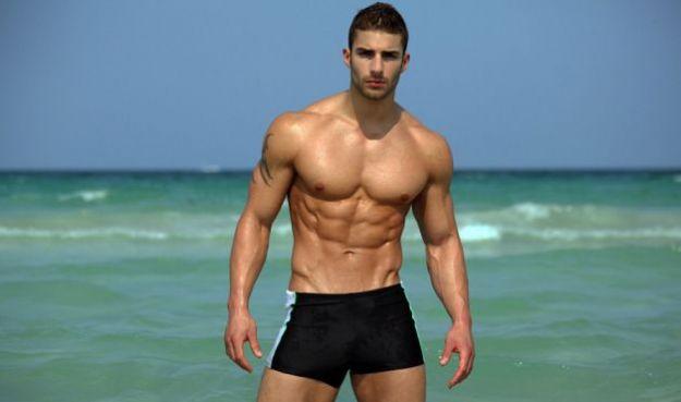 Este hombre es tan musculoso que es posible ver las fibras a través de su piel