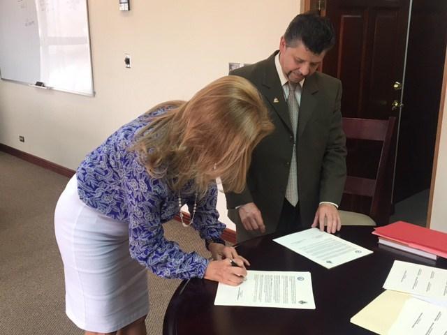 Gilberth Jiménez, Alcalde de Desamparados firma convenio con Ministra de Justicia y Paz