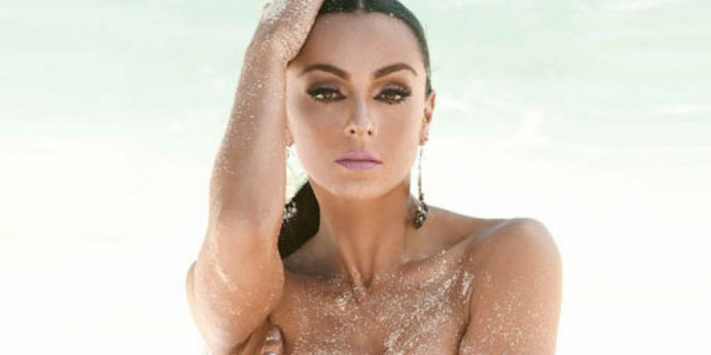 Playboy se desnudó en monte sagrado y desató gran polémica en redes