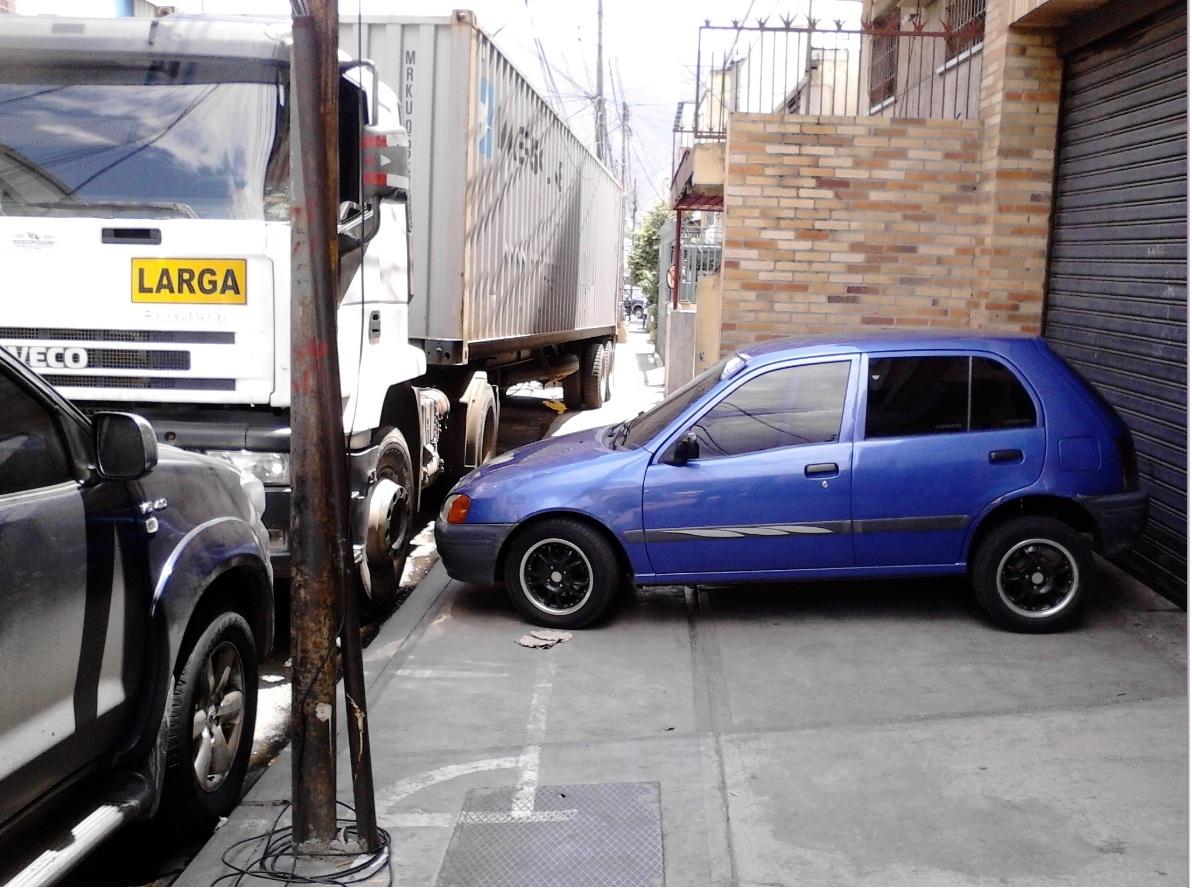 """A propósito de los que acostumbran dejar sus carros """"botados en las calles"""""""