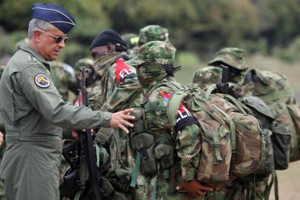 Colombia y Ejército de Liberación Nacional logran acuerdo de cese al fuego