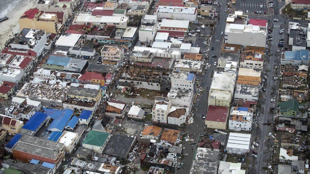 Huracán Irma ya deja 8 muertos en su paso por el Caribe