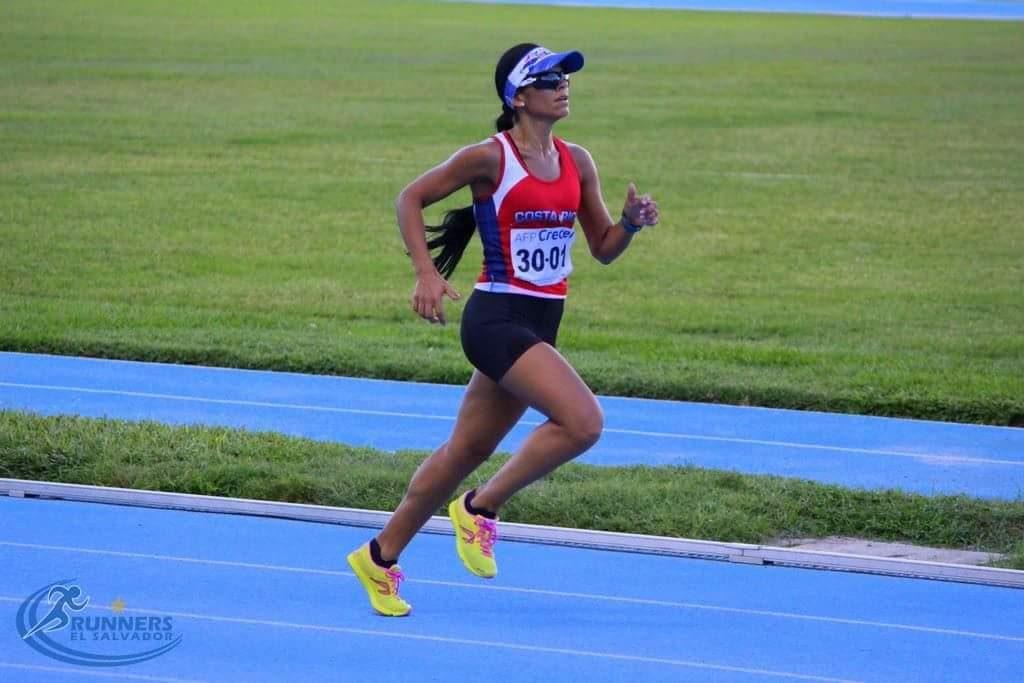 Adriana Barboza la corredora de la sonrisa eterna se salvo de ser violada mientras entrenaba