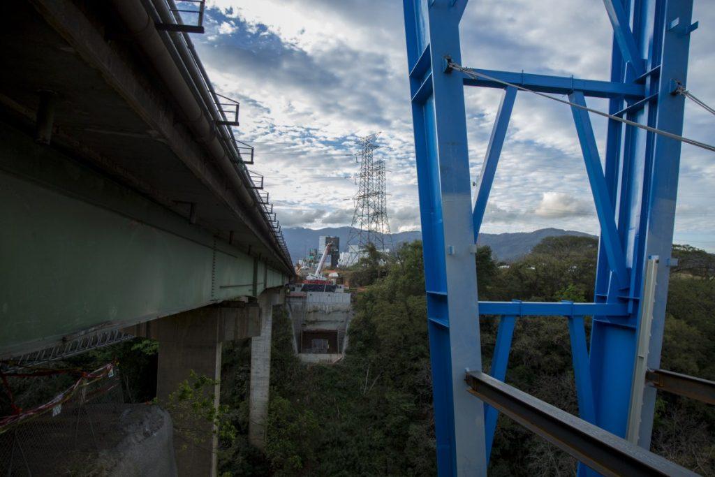 Puente sobre el rio Virilla avanza, esta semana colocan pilar sur