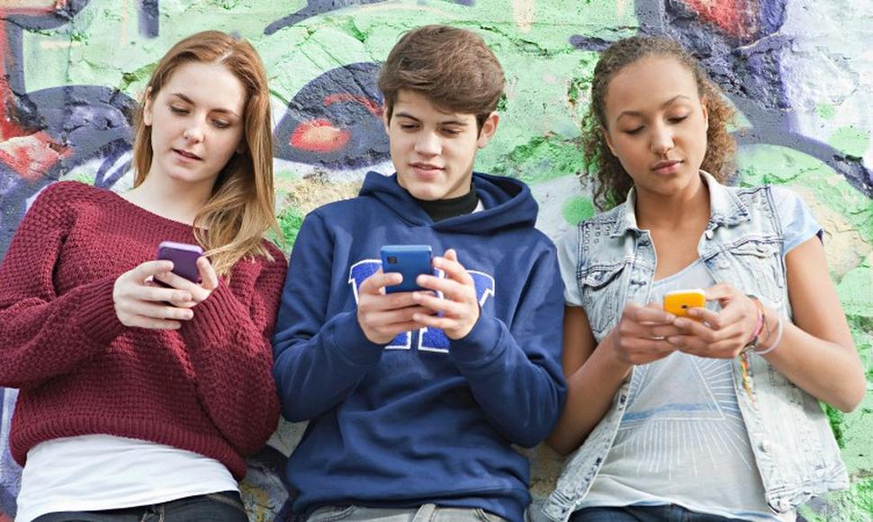 El lente puesto en la generación de adolescentes digitales