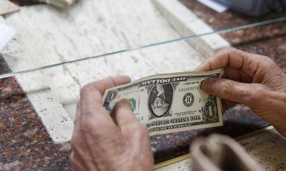 Dólar cierra con caída ante el Euro