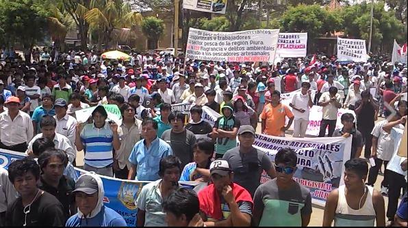 Pescadores cierran vías en Puntarenas
