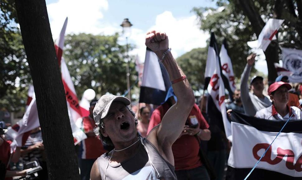 Escasez de combustible y bloqueos… así está Costa Rica en su segunda semana de huelga