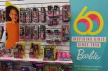 Barbie llega a 60 años sin una sola arruga…!