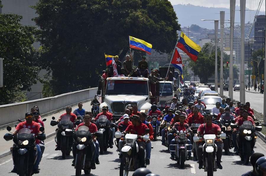 Chavistas prometen defender a sangre y fuego a Maduro