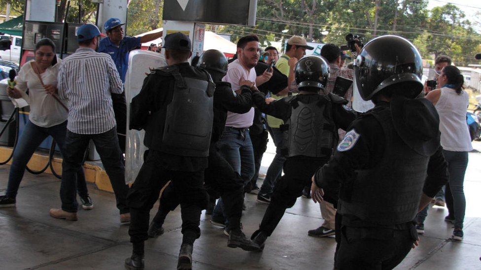 Marcha convocada por la unidad azul y blanco deja mas de 100 detenidos en Nicaragua