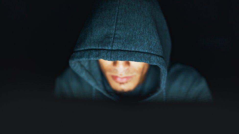 """Conoce la historia del """"hacker"""" Fabian Wosar el destroza virus"""