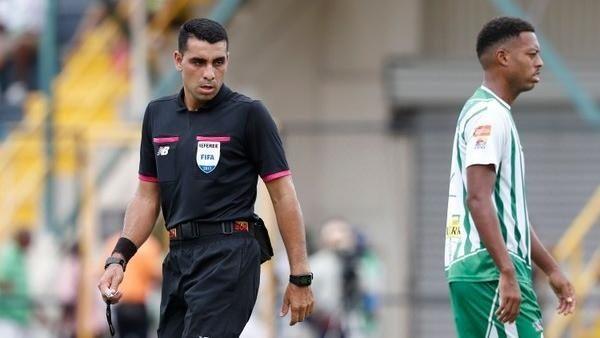 Juan Gabriel Calderón Pérez arbitrará El Salvador contra Jamaica