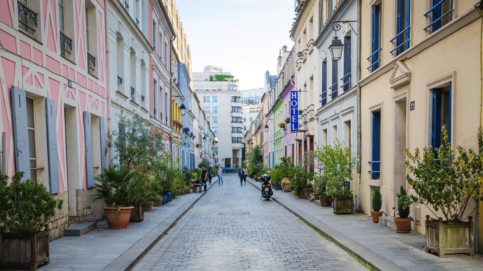 Vecinos de Rue Cremieux se hartaron de instagramers