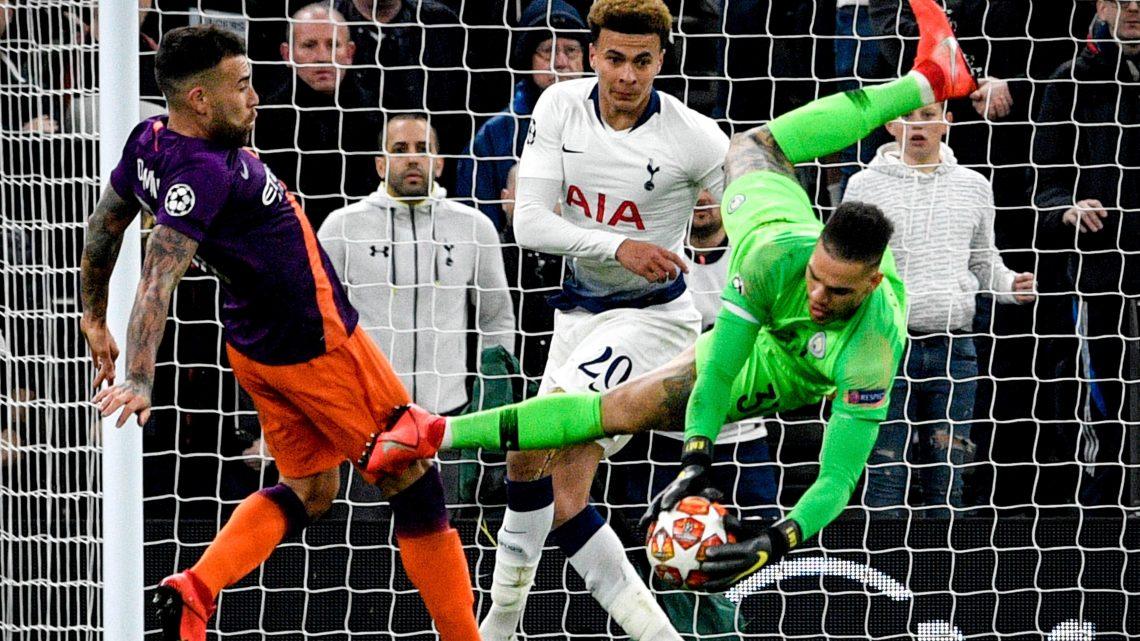 El Kun Agüero falló un penalti en la derrota del Manchester City ante el Tottenham y el Liverpool  hizo la tarea en casa ante el Porto.