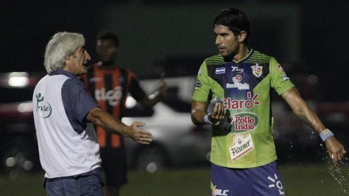 El loco Abreu regresa a el fútbol de El Salvador con 42 años