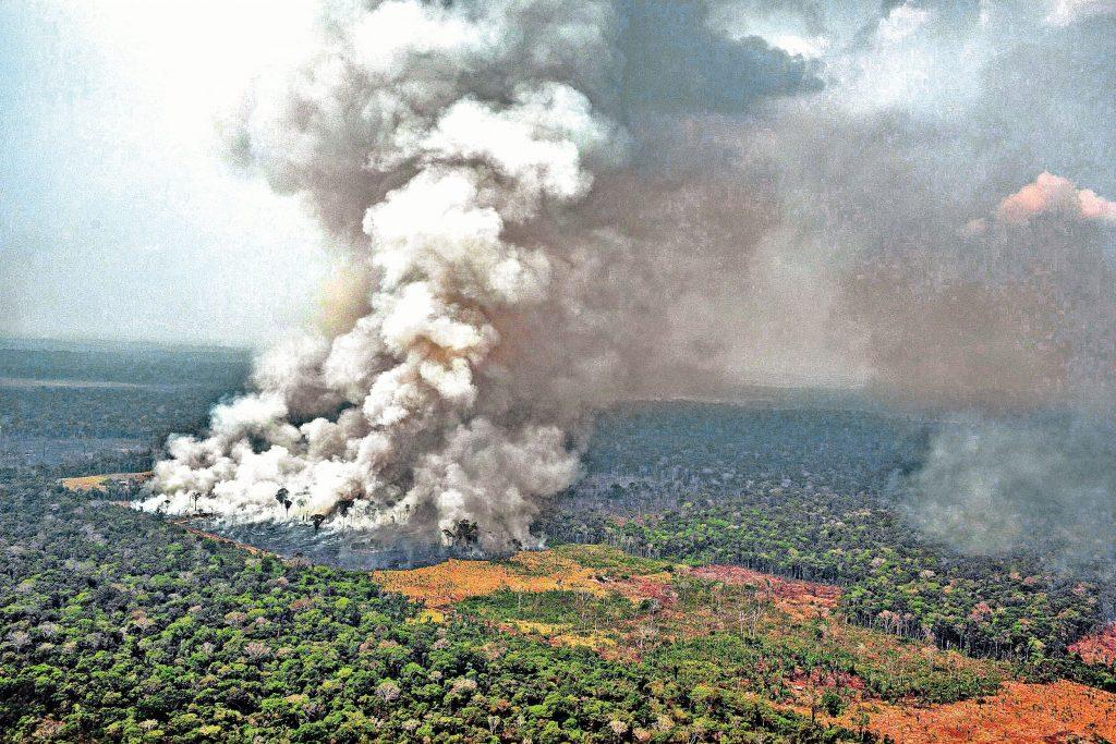 Fuerza armada brasileña suma esfuerzos para mitigar situación en el Amazonas