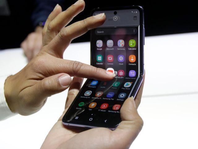 Samsung lanza modelo de celular con pantalla plegable y otros más