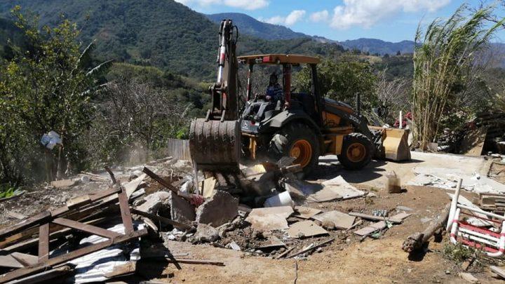 Muni de Desamparados demolió construcciones ilegales en Patarrá