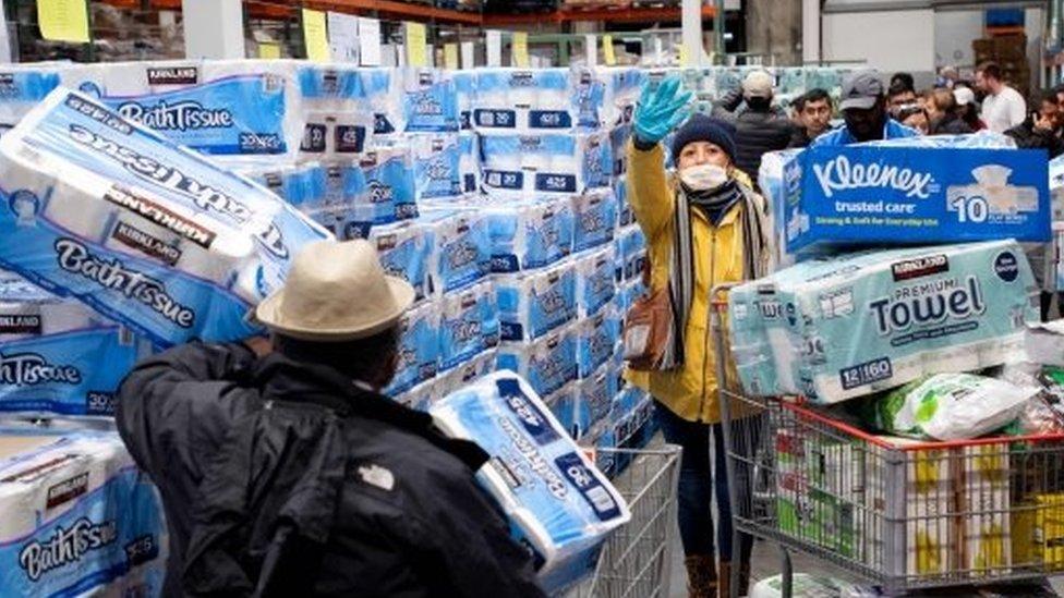 La gente compra mucho papel higiénico por COVID 19