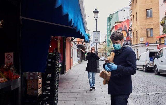 España cierra toda actividad no esencial para frenar COVID-19