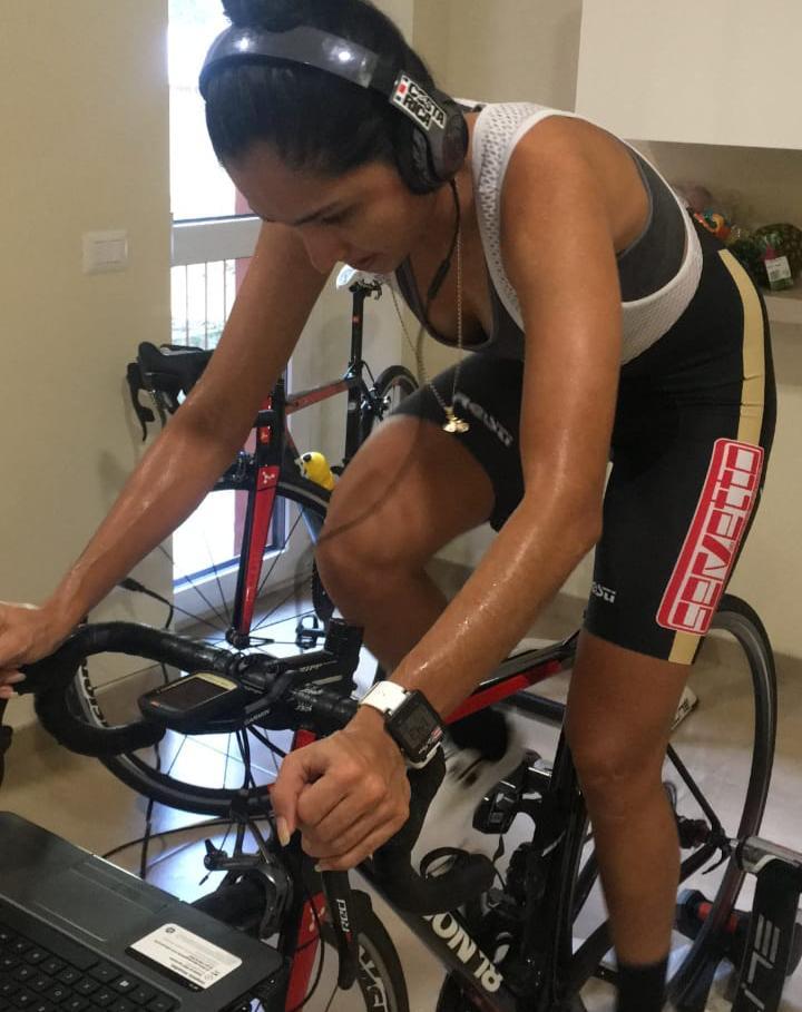A pesar del COVID-19, Milagro Mena no deja de pedalear