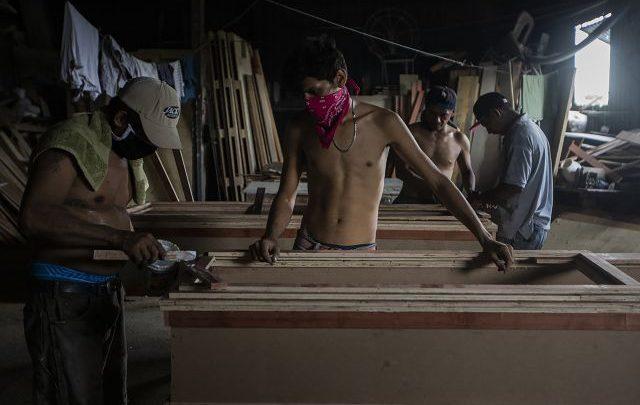 Si la noche hablara contaría de los entierros de miles de Nicaragüenses por Covid-19 que el gobierno Nicaragüense oculta