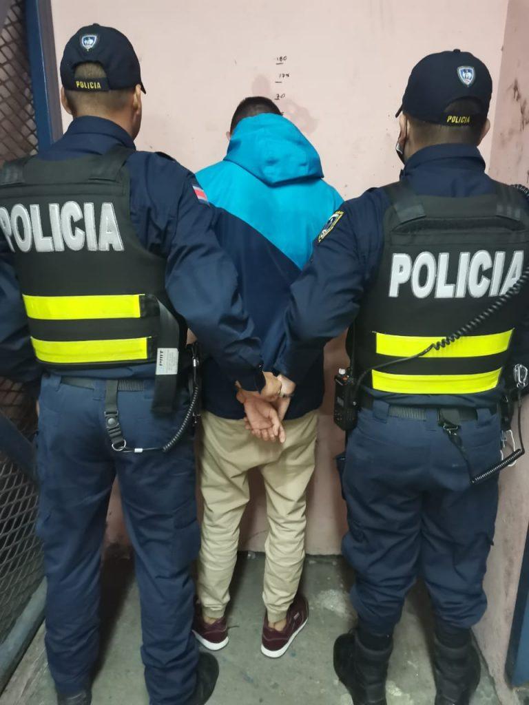 Detenido quiebra videos en Hatillo