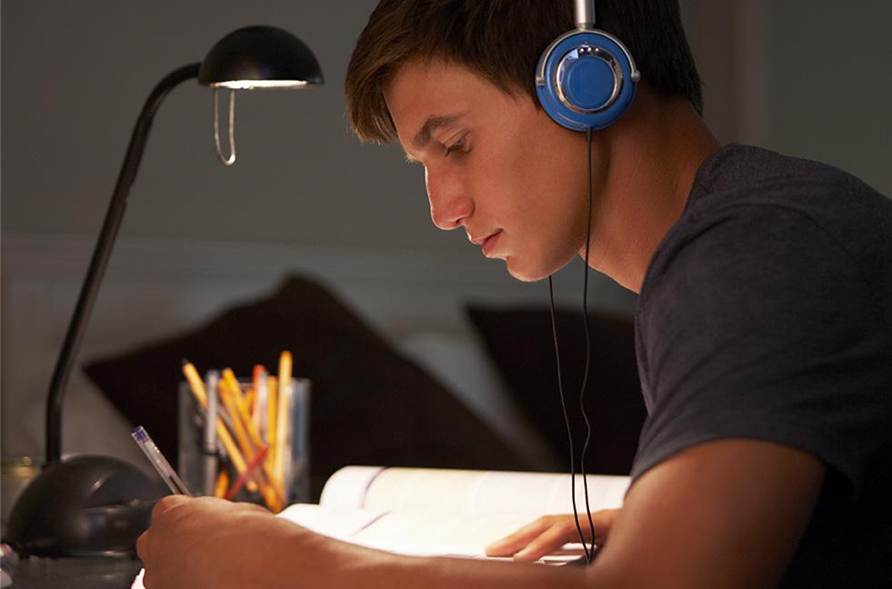 La música de fondo no te ayuda a ser más productivo: así funciona la ciencia de la concentración