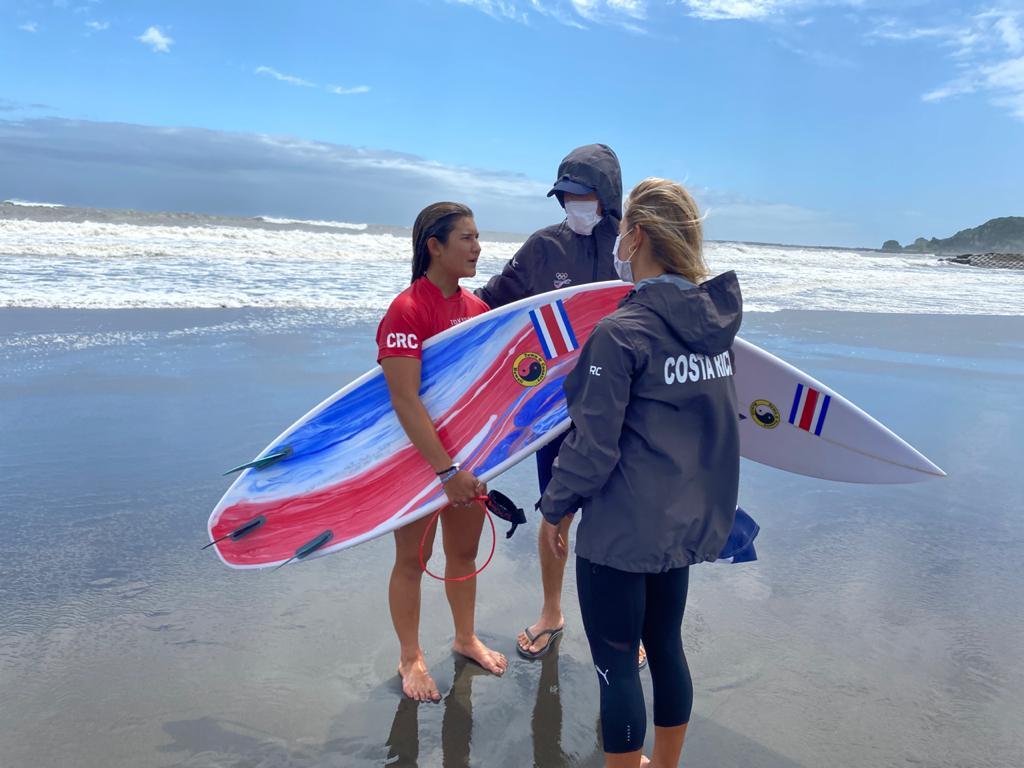 Brisa Hennessy se ubica entre las primeras ocho surfistas del mundo en los Juegos Olímpicos de Tokio