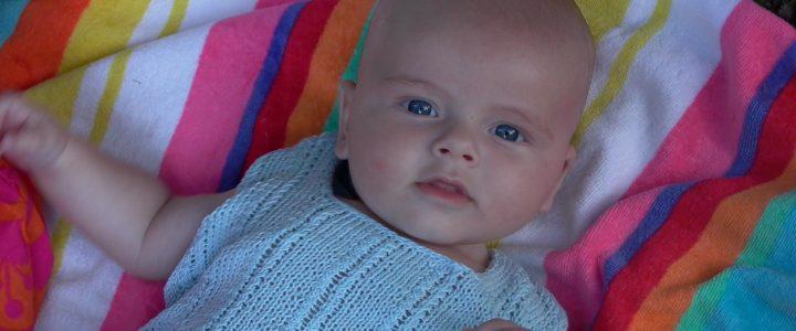 [Viral] Bebé fue encontrado llorando por pescadores llorando en medio del mar