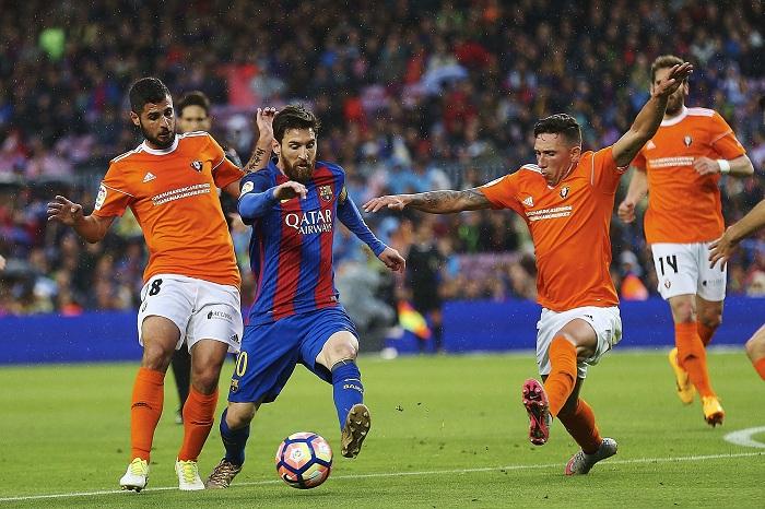 Real Madrid y Barcelona golpean en España y se enfrascan en la recta final por La Liga