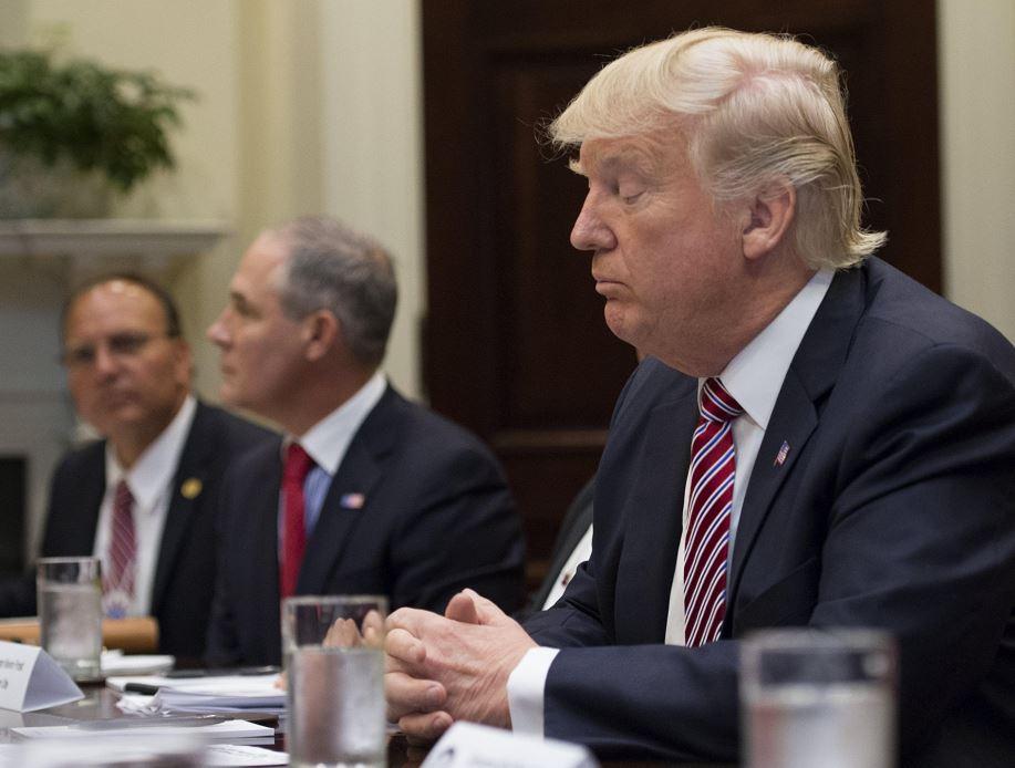 Esta noche se comenzará a implementar parcialmente un veto migratorio impulsado por Donald Trump