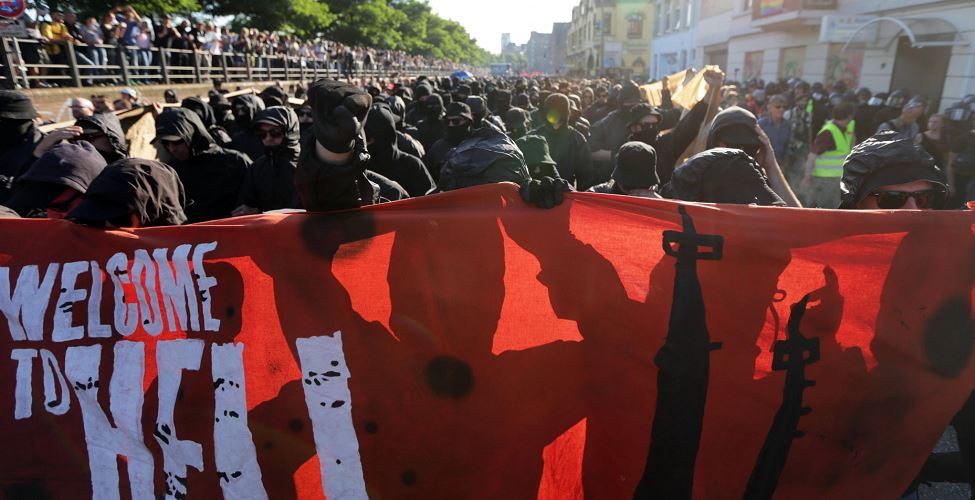 Policías y manifestantes se agreden previo a la cumbre G-20 en Hamburgo