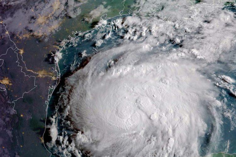 Huracán Irma, de categoría 5, avanza en el Caribe y amenaza a Florida