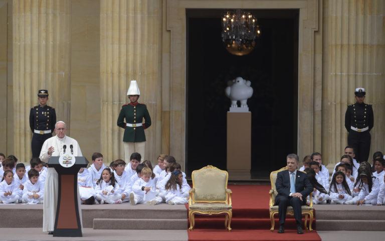 """Papa Francisco pide a colombianos que huyan """"de toda tentación de venganza"""""""
