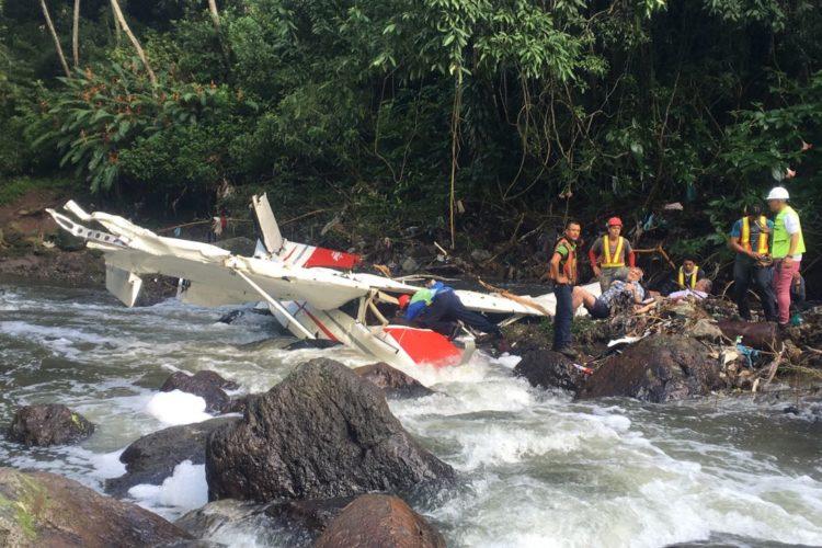 Al menos un muerto y cinco heridos tras estrellarse una avioneta en Pavas