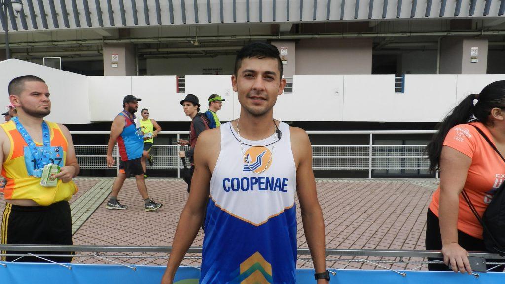 Luis Quesada del equipo de Coopenae se deja los 8K Colegio de Abogados