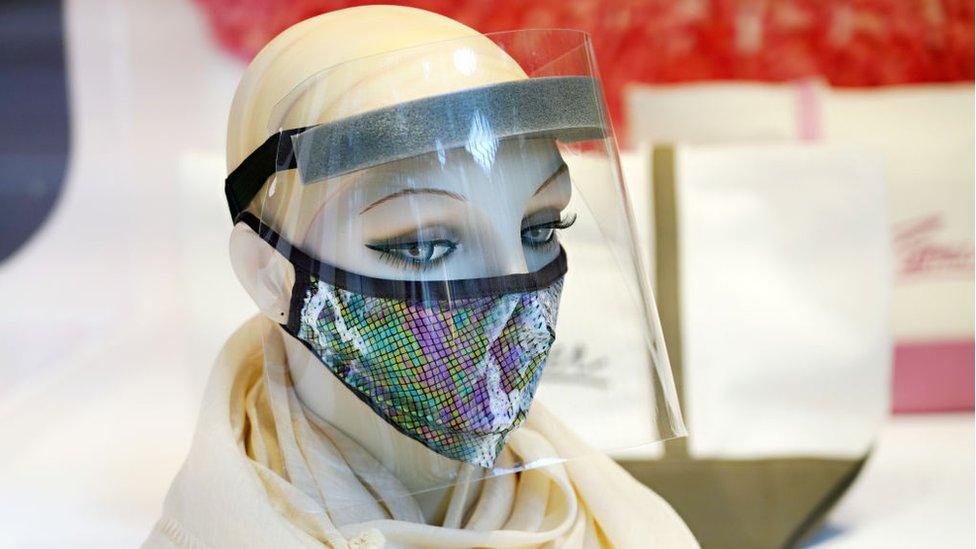 ¿Que tan efectivas son las pantallas faciales sobre las mascarillas?