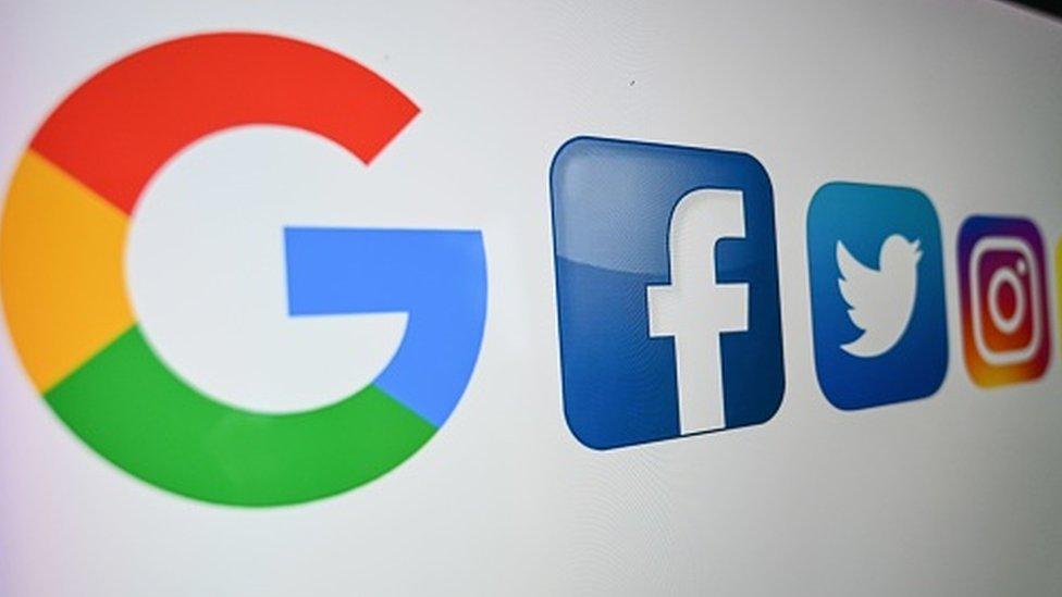 Google y Facebook enfrascado en gigantesca disputa